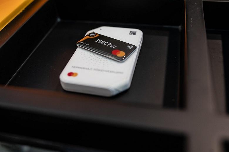 Восемь банков и Mastercard запустили в России оплату с помощью брелоков