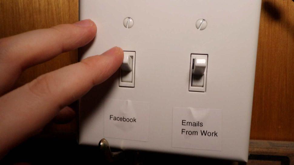 Facebook отвлекает от работы? Блокируем его при помощи… настенного выключателя - 7