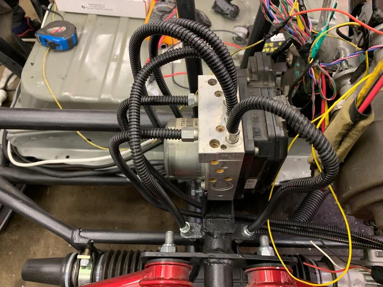 Как сделать самодельный электрический багги с мощным мотором. Часть 3. Тормоза, охлаждение, сидения, селектор, улица - 4