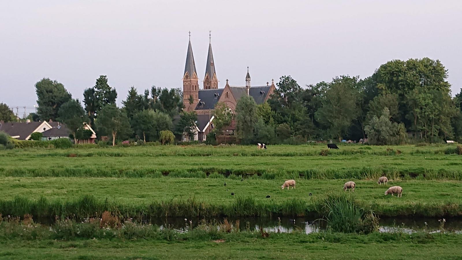 Duivendrecht, вид на ферму и церковь