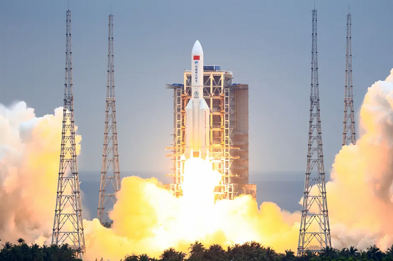 Неуправляемая китайская ракета так и не долетела до Земли