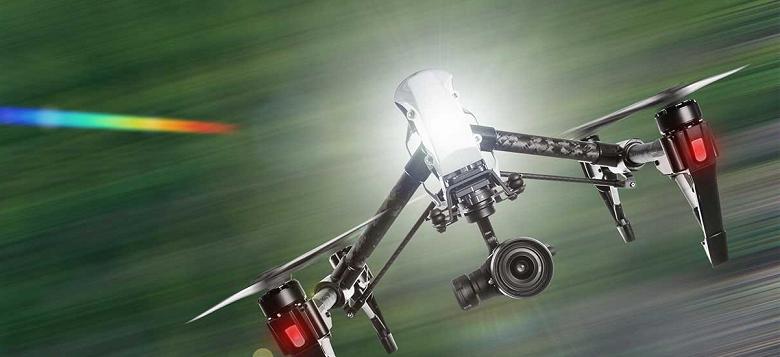 Будущее наступило: дроны следят за людьми, просят их оставаться дома, ловят людей без масок и даже замеряют температуру с высоты 20 метров