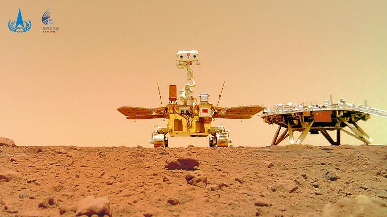 Первый китайский марсоход прислал впечатляющее групповое туристическое селфи с Красной планеты