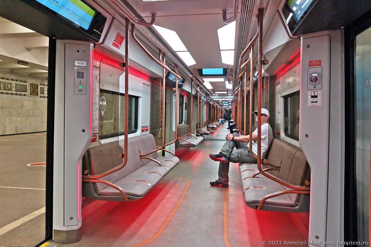 Метропоезд Москва 2020 меняет цветовую температуру - 2