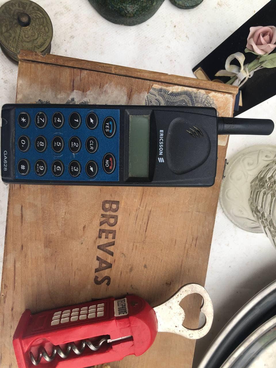 Испанская барахолка: камеры, старые сотовые телефоны и очень старые ноутбуки - 1
