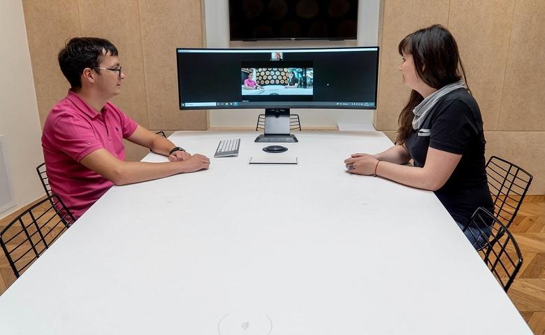 В России запустили производство высокотехнологичного стола для онлайн-переговоров совместно с Samsung и Jabra