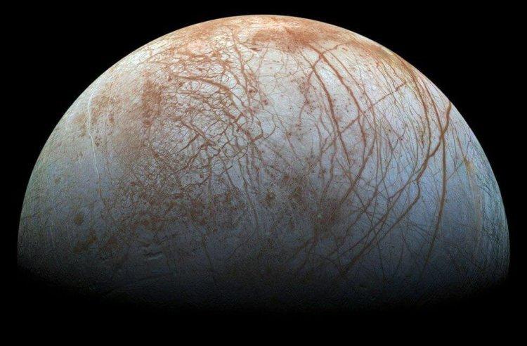 Подледная жизнь вне Земли: что мы знаем о Европе, спутнике Юпитера - 1