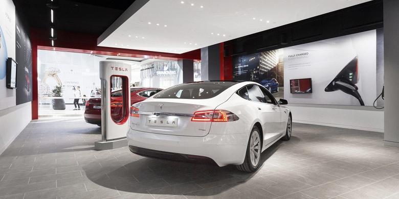 Tesla откажется от дорогих выставочных залов. Компания снова меняет розничную стратегию