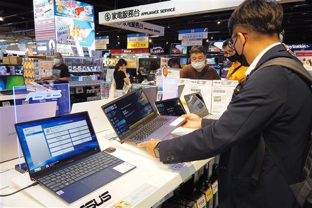 По прогнозу Sigmaintell, в 2022 году будет отгружено более 7 млн панелей AMOLED для ноутбуков