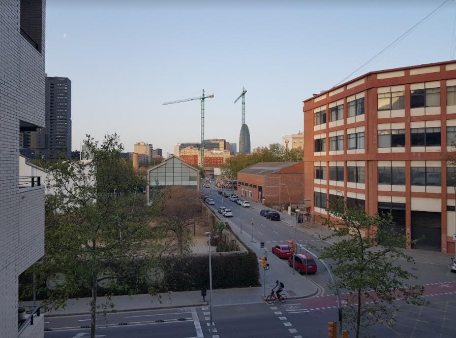 [Личный опыт] Как живется разработчику в Барселоне: налоговые льготы, отличная медицина и жизнь как на курорте - 2