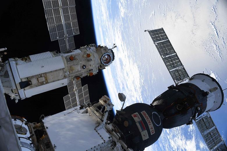 Первое видео из модуля «Наука»: российские космонавты открыли люки и провели экскурсию