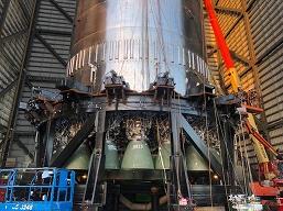 Илон Маск показал 29 двигателей SpaceX Raptor на огромной ракете Super Heavy перед её первым орбитальным запуском
