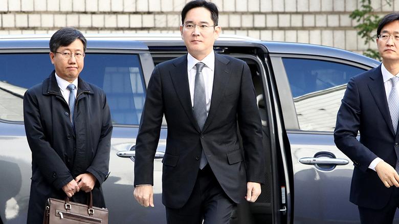 Фактического лидера Samsung выпускают из тюрьмы по УДО, чтобы вернуть компании лидерство
