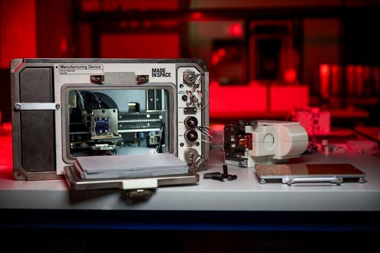 Возможно ли напечатать дома из лунного грунта? На МКС привезли 3D-принтер, который будет исследовать этот вопрос
