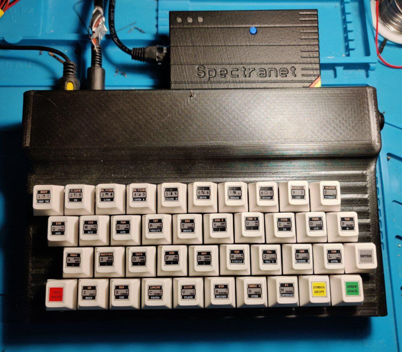 клон ZX Spectrum harlequin 128k c ethernet адаптером Spectranet