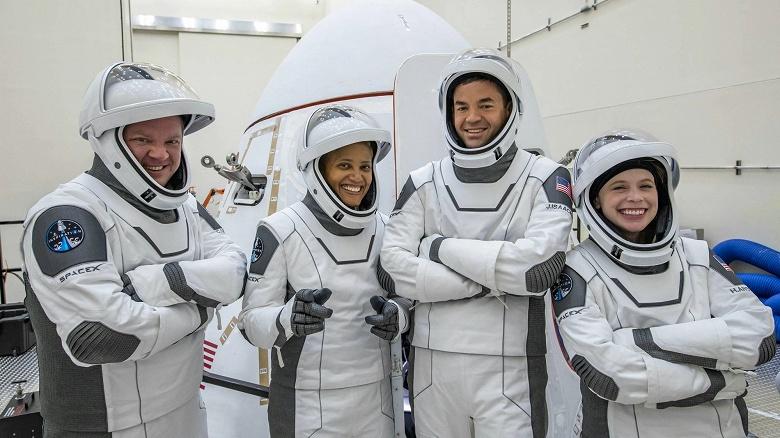 Компания Илона Маска впервые запустит полностью гражданскую миссию SpaceX уже 15 сентября