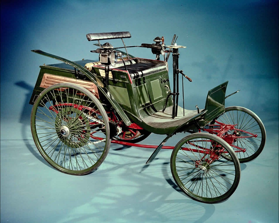 Модель Benz-Velo, оказавшаяся настолько удачной, что её копировали в Париже, Праге, Риге и Лондоне, возможно, и еще во многих местах. Патент на её производство был выкуплен в Англии и Франции, эта машина вдохновила десятки конструкторов на создание собственных моделей
