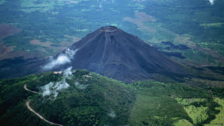 Первые биткойны, добытые «из вулканов». Сальвадор приступил к майнингу