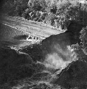 фото водопада имени AAPG (американской ассоциации геологов-нефтяников)