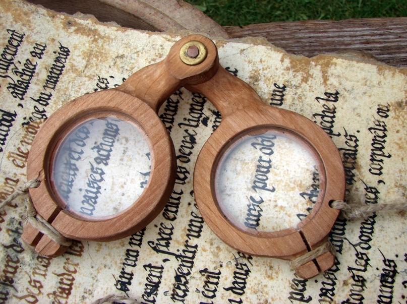 «Мудрые стёкла» — современная реконструкция средневековых очков.