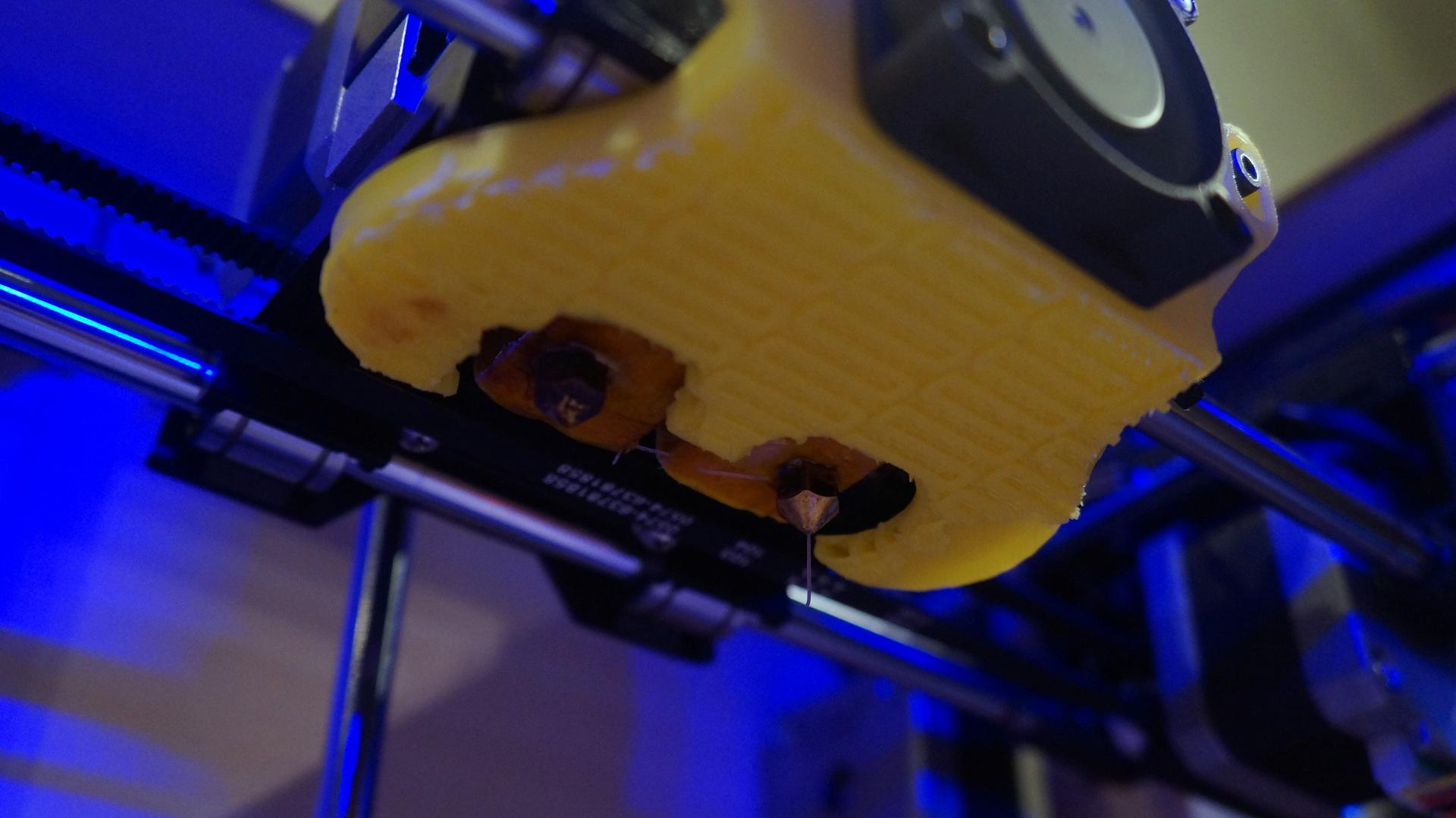 3д принтер Wanhao Duplicator 4 или как сэкономить на MakerBot Replicator