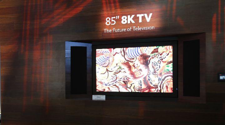 8K 3D телевизор, который не требует очков от Sharp