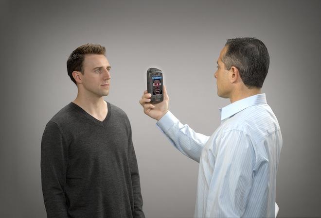 AOptix Stratus превращает iPhone в мобильное устройство биометрической идентификации