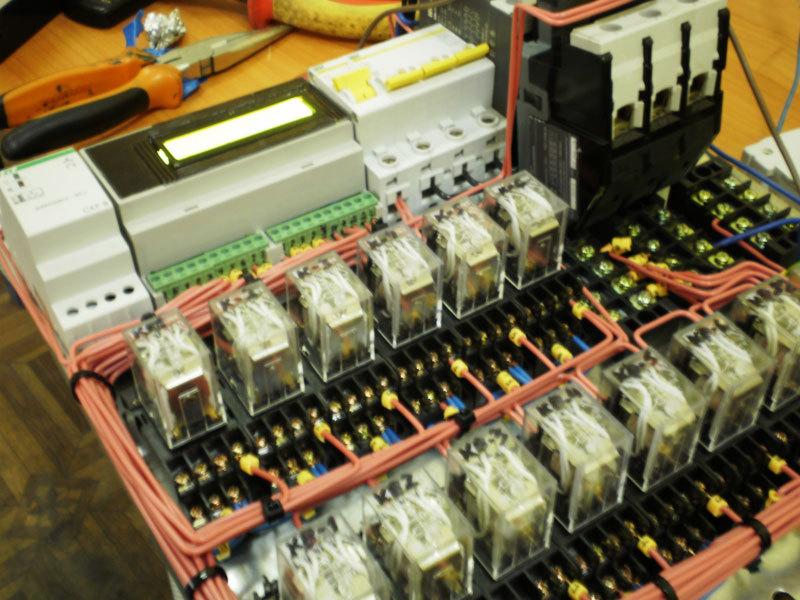 Arduino управляет промышленным грузовым лифтом
