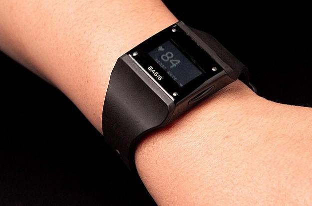 B1 Basis Band: часы биорегистратор. Геймификация здорового образа жизни (первый обзор на русском)