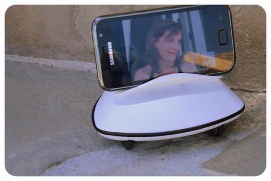 Botiful — миниатюрный робот телеприсутствия