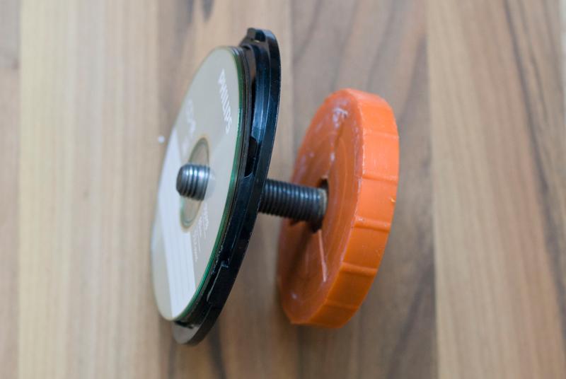 DIY: гантели как способ хранения DVD дисков