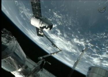 Dragon SpaceX успешно достиг МКС
