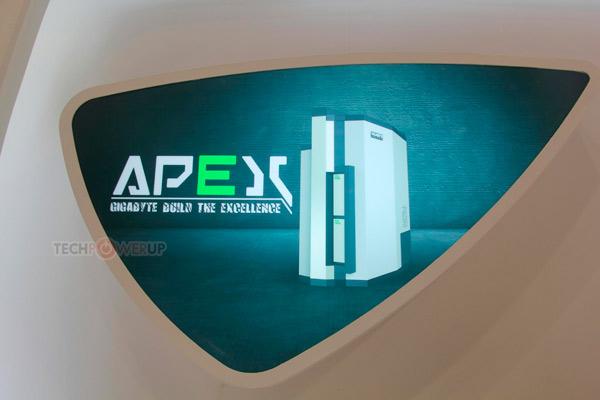 В корпусе Gigabyte Apex помещаются длинные карты расширения