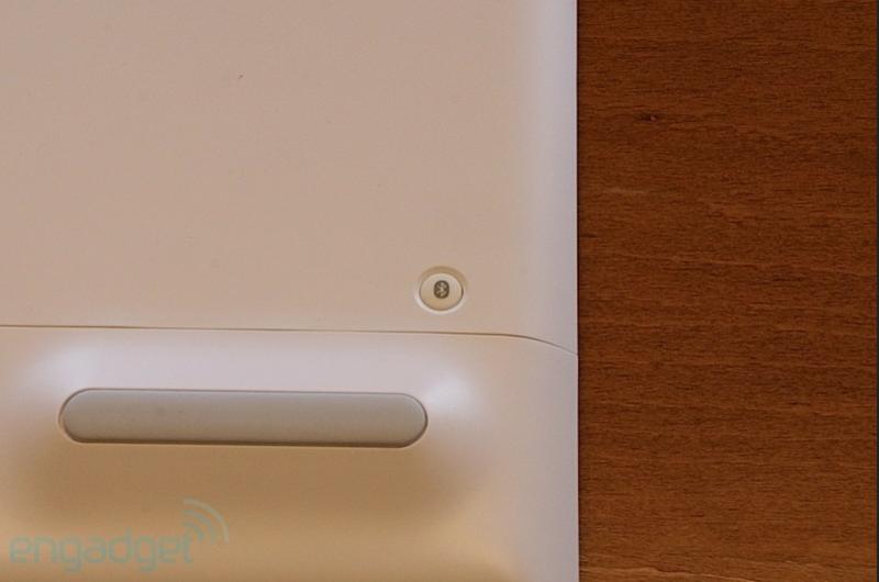 Logitech выпустила беспроводную клавиатуру на солнечных батареях, совместимую с Apple девайсами