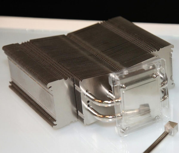 В качестве примера Noctua интегрировала трубки с кубическим основанием в охладитель NH-U14S