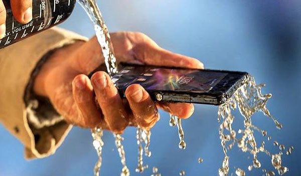 Конкурирующая линейка смартфонов от Sony имеет защиту от воды и пыли