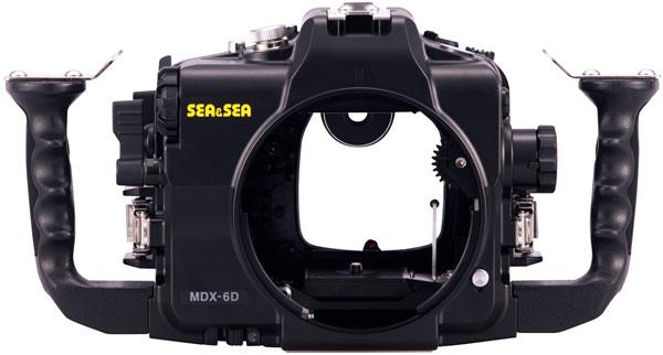 Габариты бокса Sea&Sea MDX-6D равны 337 x 175 x 140 мм