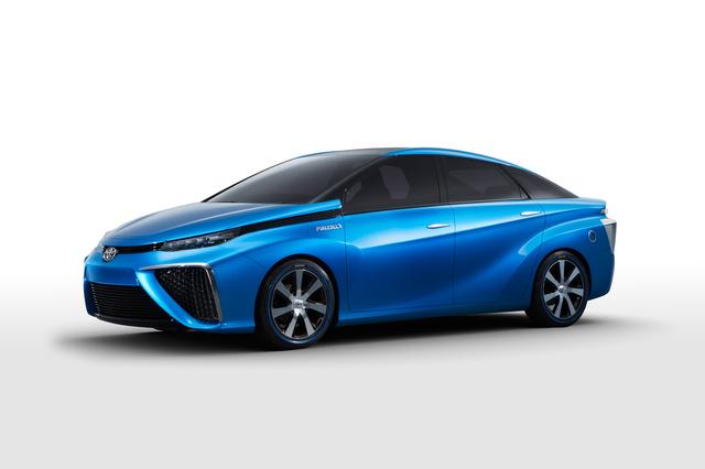 Toyota будет продавать автомобили с топливными элементами в 2015 году