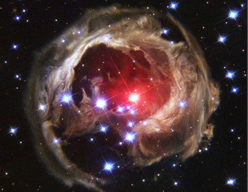 V838 Единорога: видео взрыва звезды, собранное из фотографий телескопа Хаббл за 4 года