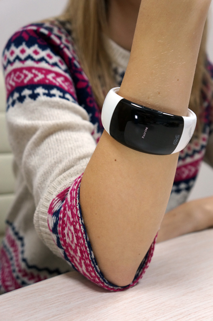 Viks Bluetooth Вибро Браслет VI T2: аксессуар для не реагирующих на звонки дам