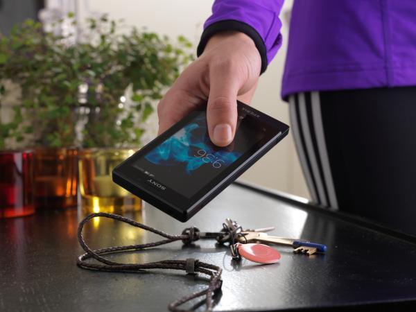 Xperia Sola с поддержкой NFC платежей уже доступен в салонах МТС