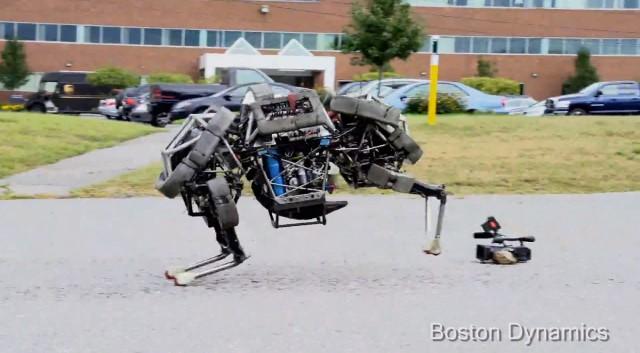 Четырёхногий робот WildCat на автономном двигателе бегает галопом