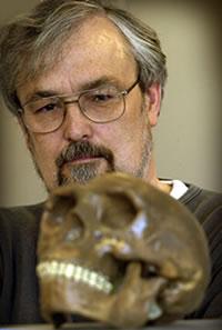Robin Dunbar with a Neaderthal skull