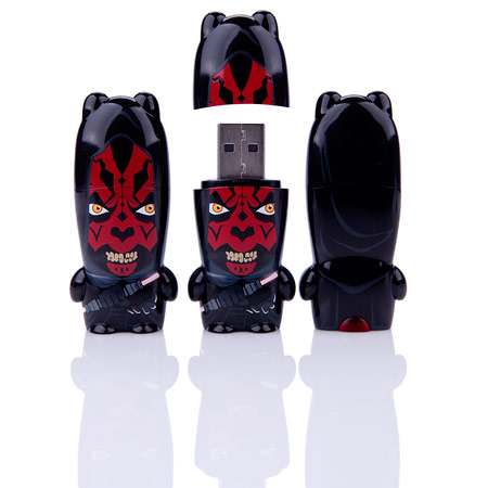 Накопитель Hooded Darth Maul Exclusive MIMOBOT предложен в четырех вариантах объема: 8, 16, 32 и 64 ГБ