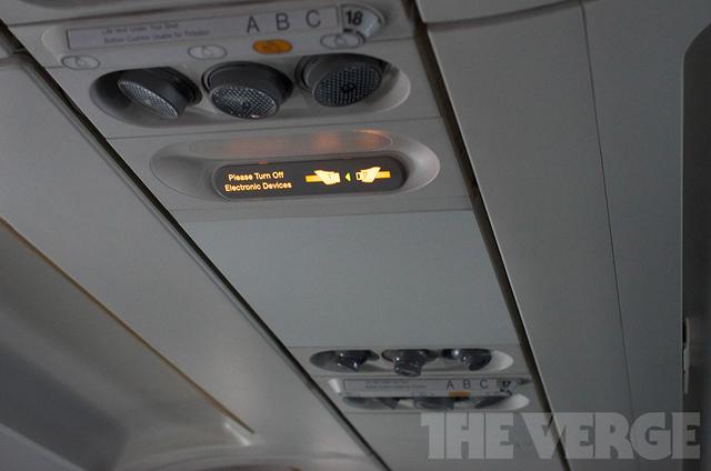 Федеральное авиационное агентство США (FAA) пересмотрит запрет на использование гаджетов в самолетах