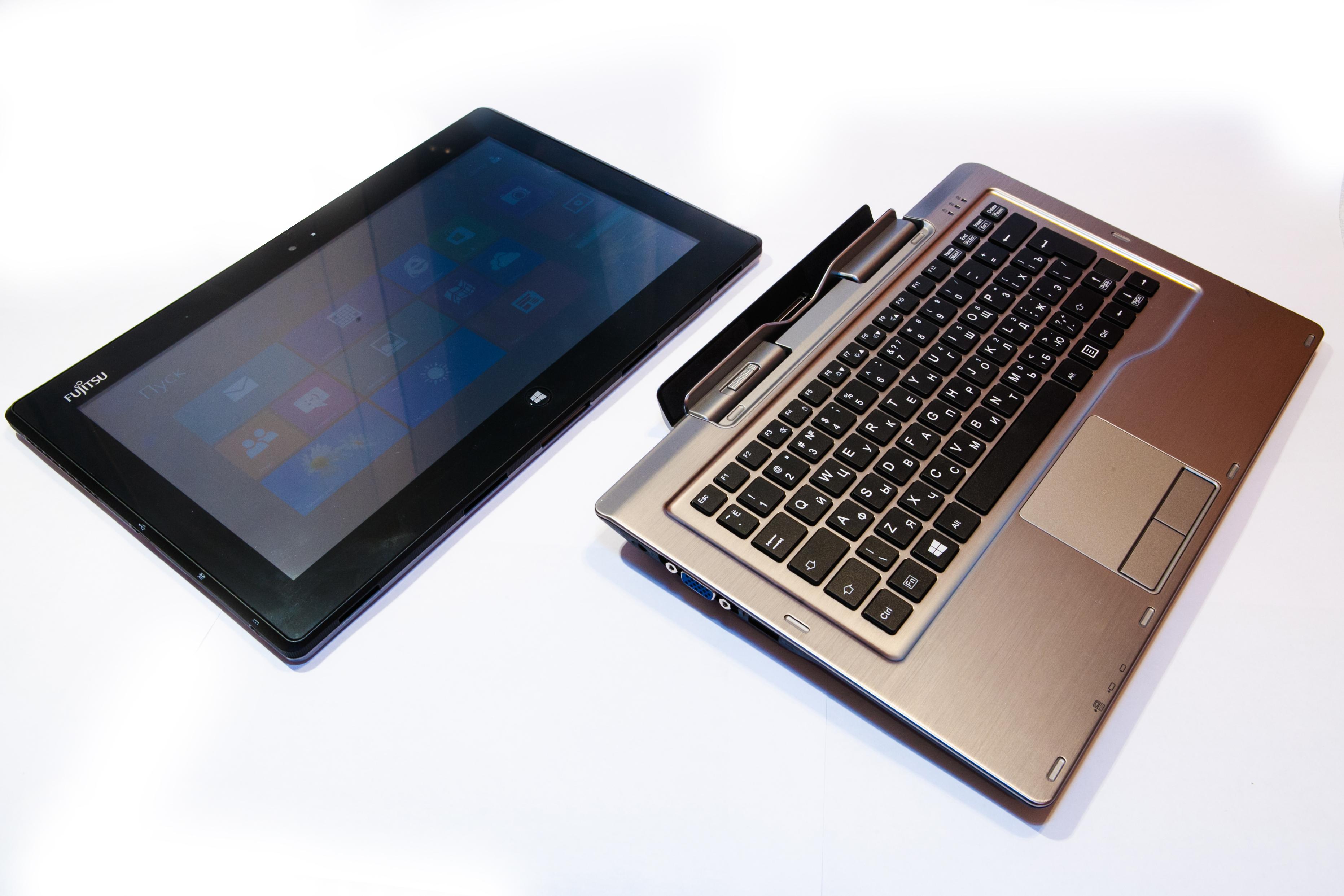 Гибридный планшетный ПК Fujitsu STYLISTIC Q702