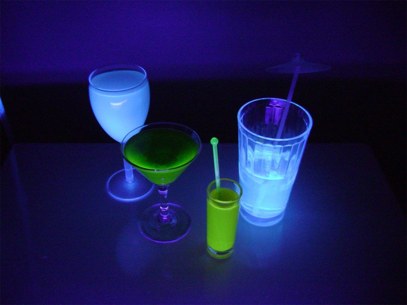 Готовимся к пятнице: светящиеся напитки из бара TRON: Наследие