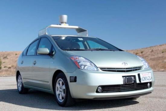 Губернатор Калифорнии дал зеленый свет робомобилям Google