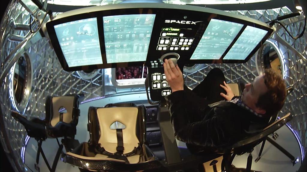 Илон Маск представил пассажирскую версию космического корабля Dragon