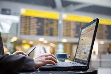 Канадские спецслужбы следят за путешественниками с помощью Wi Fi хотспотов в аэропортах и кафе